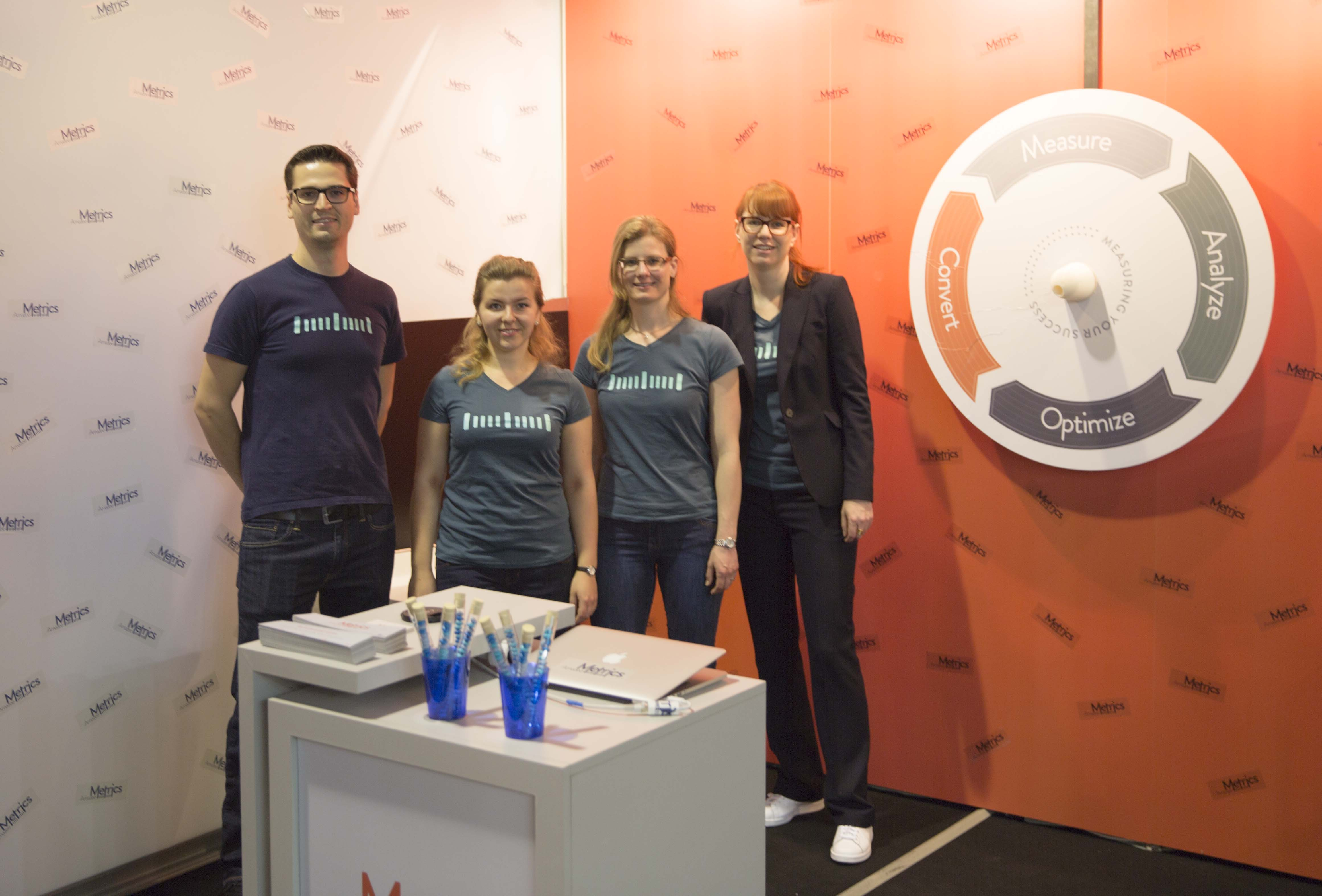The Amazee Metrics team at our booth at SOM 2015